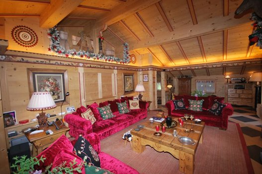 johnny hallyday son chalet de gstaad vendre pour 9 5. Black Bedroom Furniture Sets. Home Design Ideas