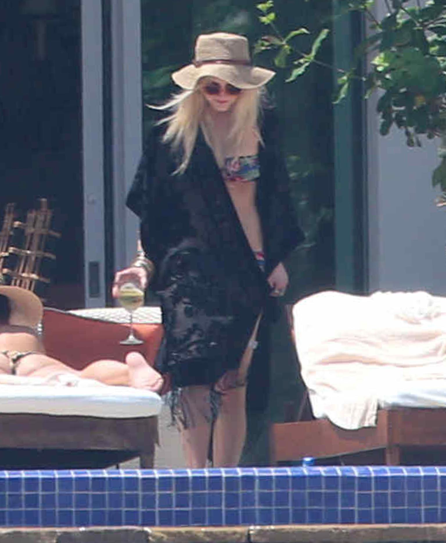 Ashlee Simpson S Bikini Body Hits Cabo Photos Huffpost