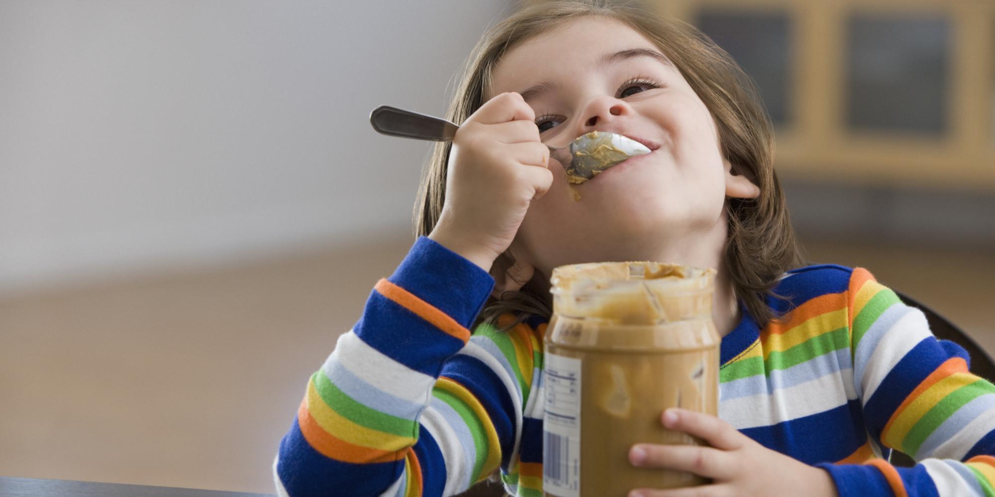 https://i1.wp.com/i.huffpost.com/gen/1435326/thumbs/o-KID-EATING-PEANUT-BUTTER-facebook.jpg