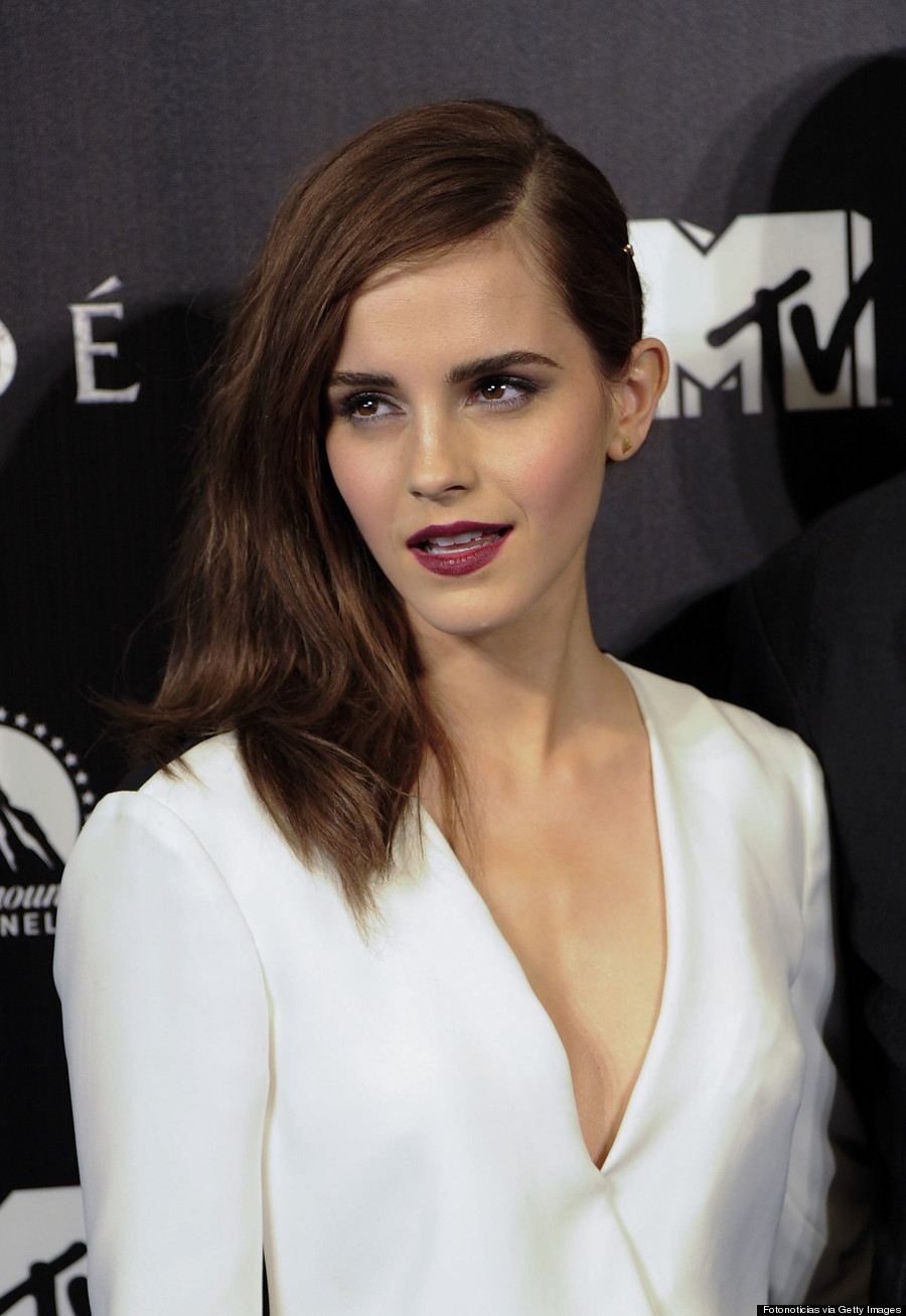 Emma Watsons Bold Red Lip Makes A Mature Statement PHOTOS