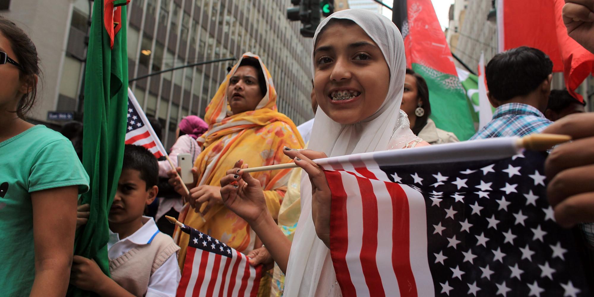 https://i1.wp.com/i.huffpost.com/gen/1700590/images/o-AMERICAN-MUSLIMS-PARADE-facebook.jpg