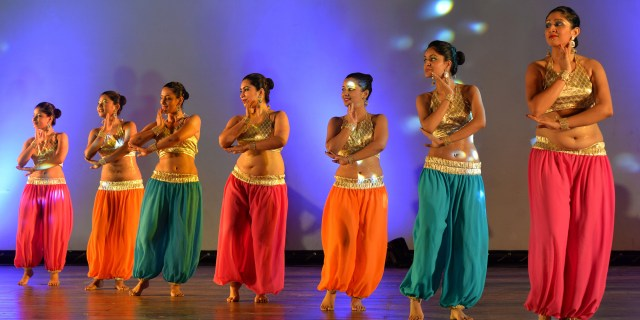 9 Reasons Every Woman Should Take Up Belly Dancing | Carol ...