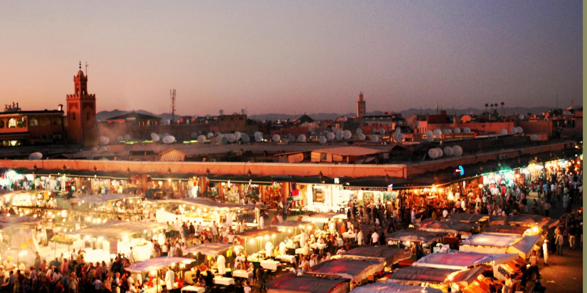 La place Jemaa el-Fna جامع الفناء, place des trépassés