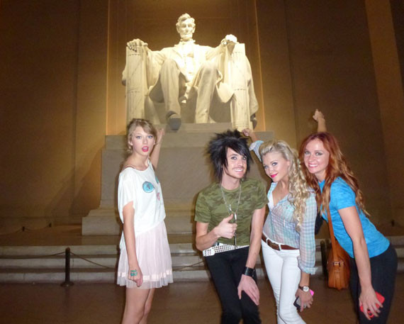 Taylor Swift Has Fun At The Lincoln Memorial In Washington