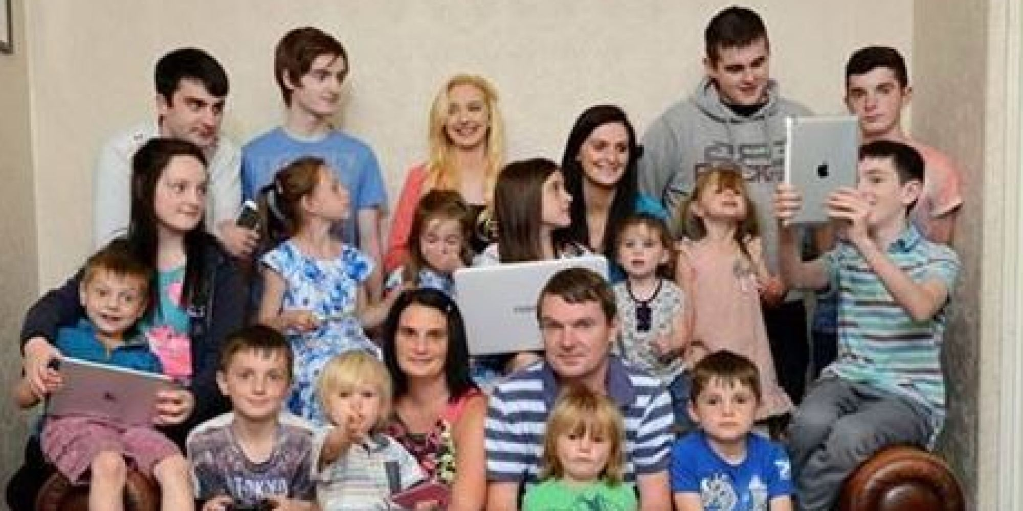 Biggest Family In Britain Welcomes 19th Child