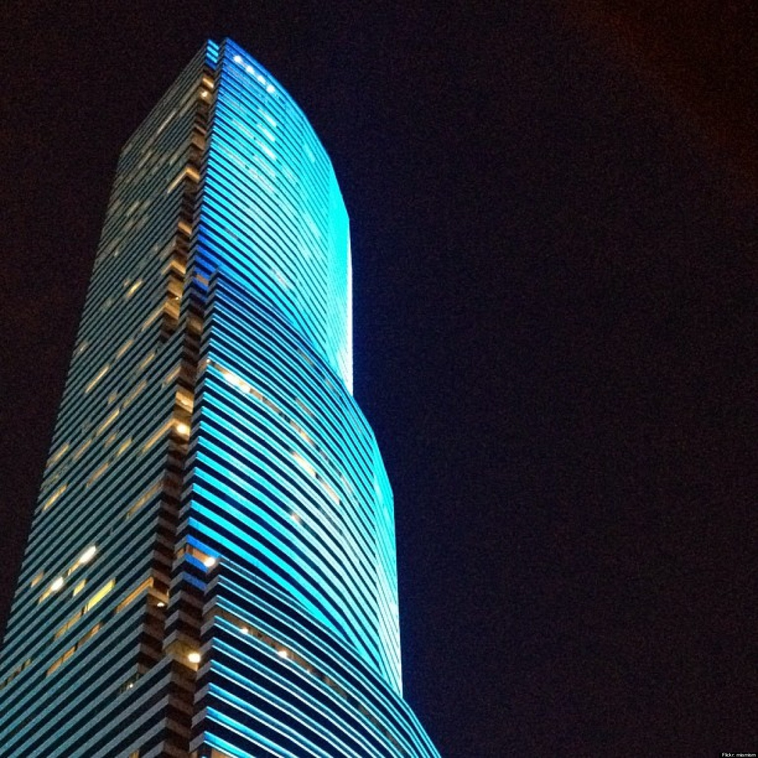 Miami Tower Changes Colors Instantly With New LED Lights