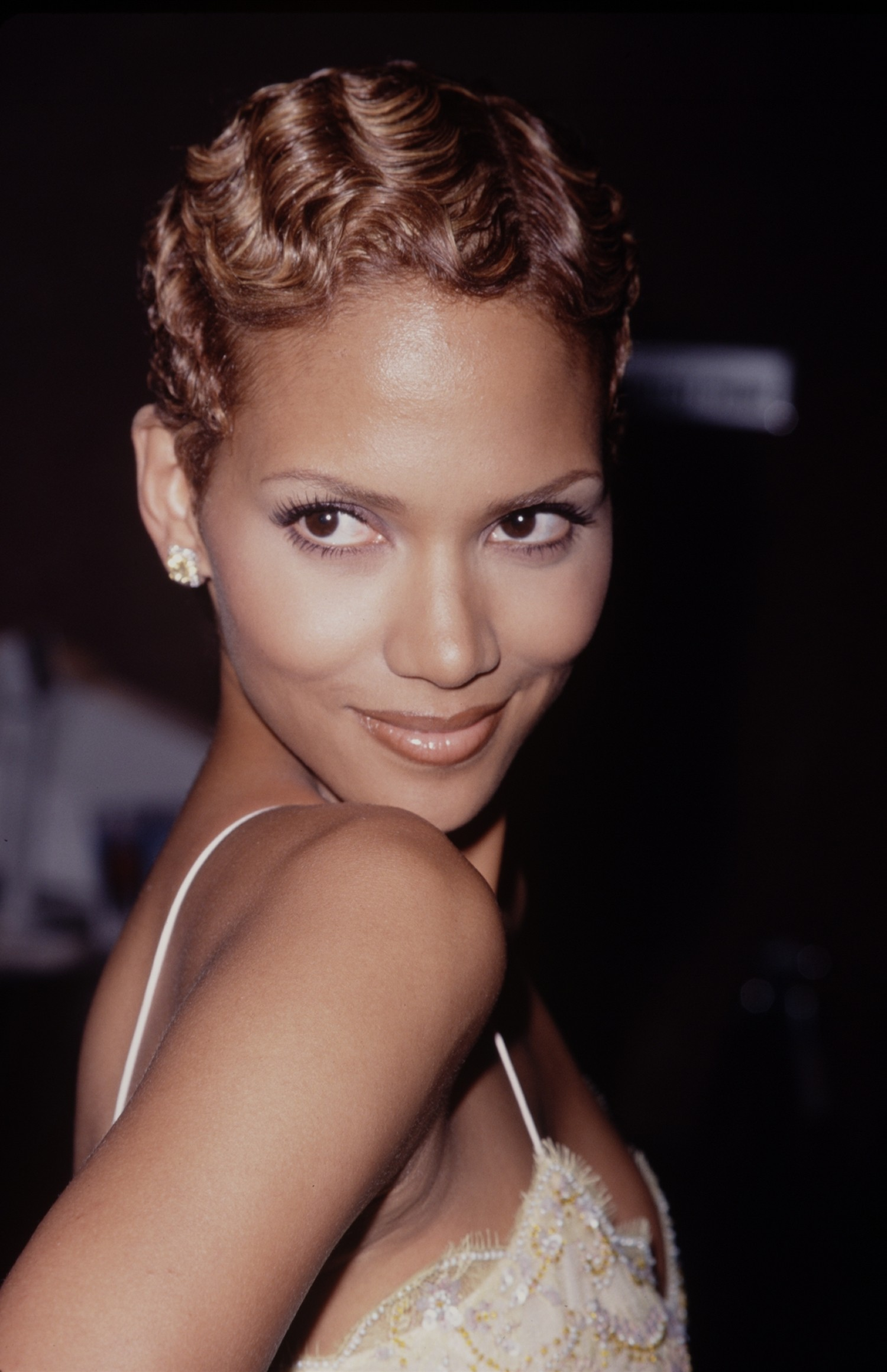 Halle Berry And Her Amazing Complexion PHOTO HuffPost