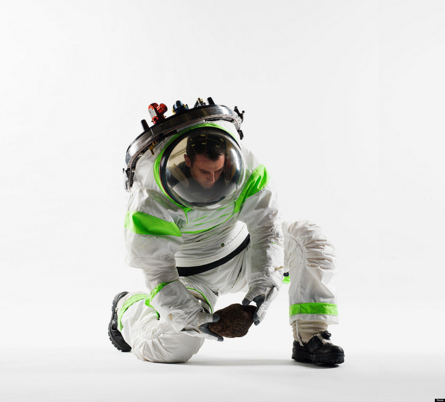 Nasa S New Space Suit Looks Exactly Like Buzz Lightyear