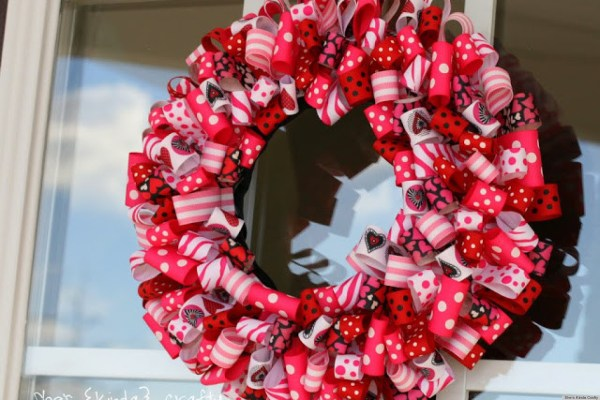 Valentine's Day Ideas: Charming Ribbon Wreaths To Adorn ...