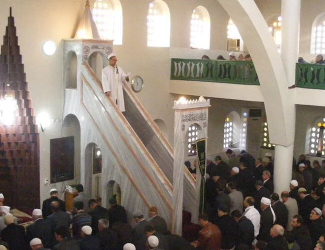 Turkish imams to preach against unregistered labor