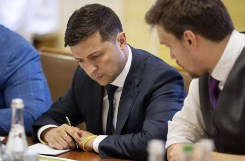 Bildergebnis für Ukrainian leader seeks backing to fight corruption in vote