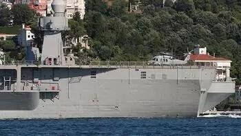 Boğaz'dan geçen ABD gemisinde dikkat çeken detay