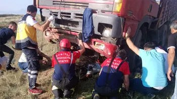 Akıllara durgunluk veren kaza! Kullandığı TIR'ın altında kaldı...