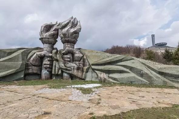 Bulgar dağında unutulmuş dev komünizm anıtı