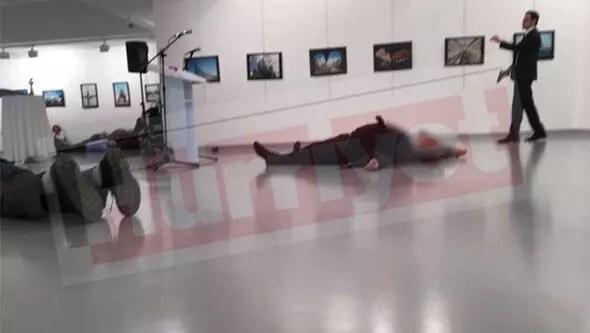 Rusya Büyükelçisi Karlova saldırı anının fotoğrafları