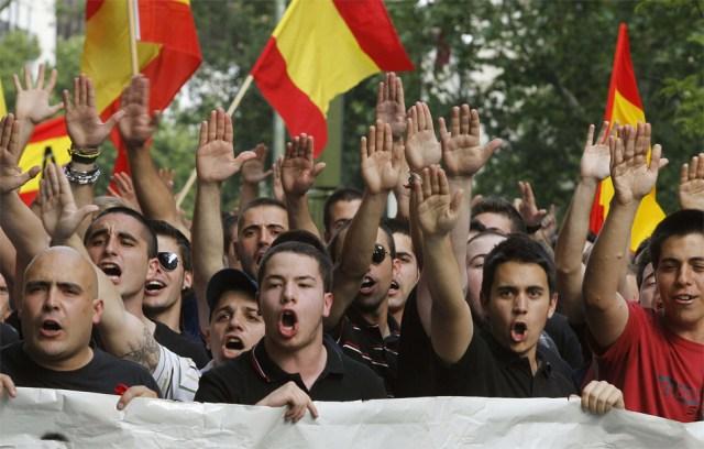 Neonazis, militares retirados y fascistas de toda índole llaman a concentrarse en Mingorrubio para recibir a Franco