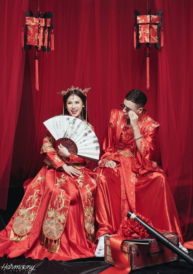 chụp ảnh cưới với điếu cày, ảnh cưới phong cách Hong Kong, ảnh cưới phong cách cổ trang, ảnh cưới phong cách Trung Hoa