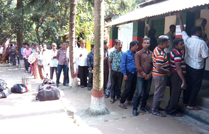 ভোমরা স্থলবন্দর দিয়ে যাত্রী পারাপার বন্ধ থাকায় ১০ কোটি টাকার রাজস্ব বঞ্চিত সরকার