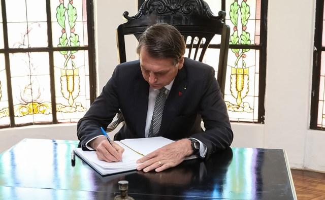 Vídeo | Bolsonaro: los libros de texto tienen «demasiadas cosas escritas» y desde ahora llevarán «la bandera de Brasil en la portada»