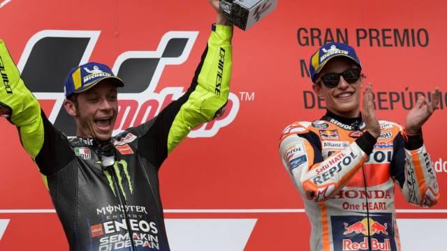 ¡¡¡ Marc Márquez gana en el Gran Premio de Catalunya !!! …pero el piloto que ha quedado segundo y tercero, pactan entre si, llegan a un acuerdo, para que el segundo sea el ganador, y este darle una serie de prebendas al tercero, destronando al ganador natural.