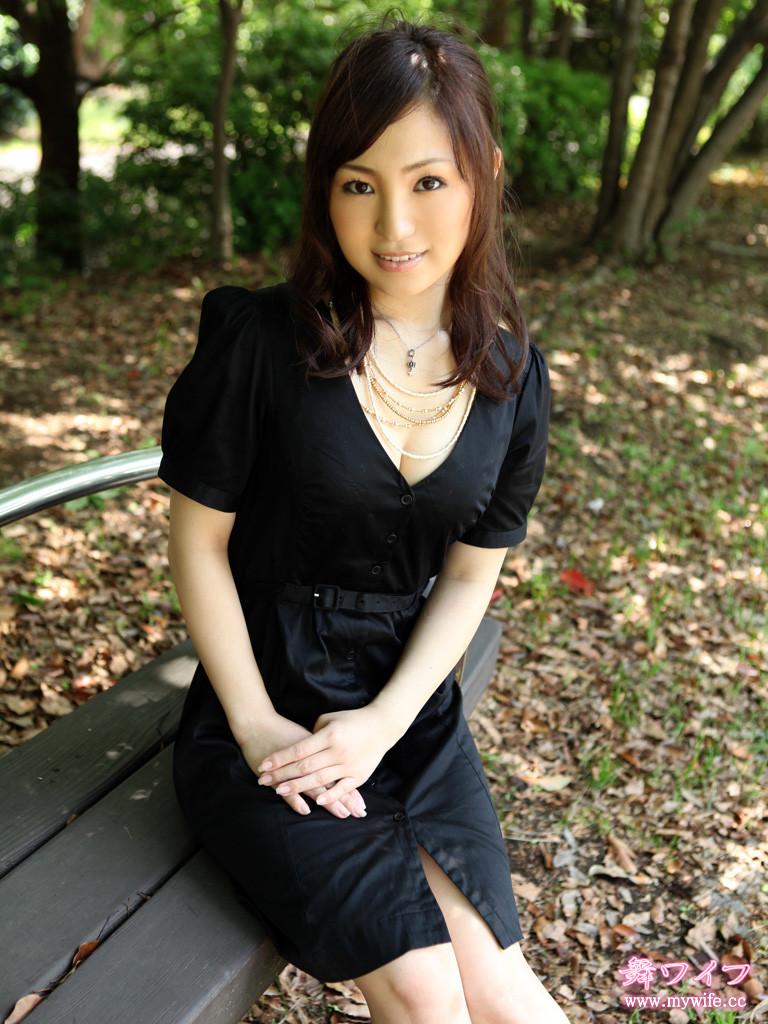 Hitomi-Rina-mywife-001