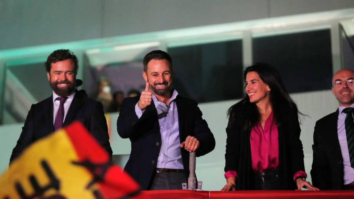 Excandidatos de Fuerza Nueva, neonazis de Democracia Nacional, firmantes del texto de exaltación a Franco: analizamos a los 52 diputados de Vox