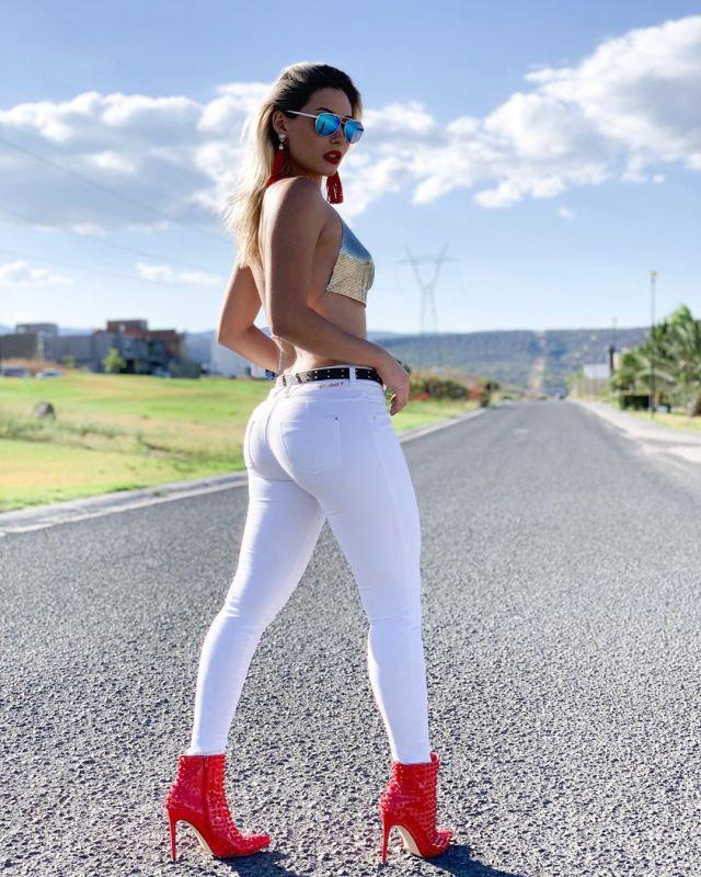 Issa-Vegas-Wallpapers-Insta-Fit-Girls-8