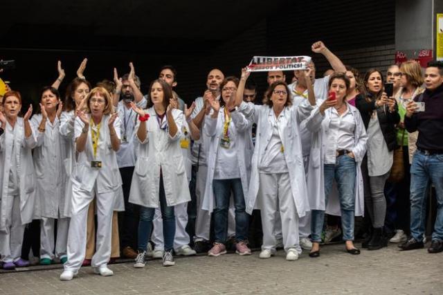 Vídeo | Los trabajadores del Hospital de Sant Pau en Barcelona abuchean a Pedro Sánchez