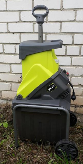Использование измельчителя для веток и других садовых отходов будет значительно безопаснее, если модель, которую вы решите выбрать, будет иметь толкатель
