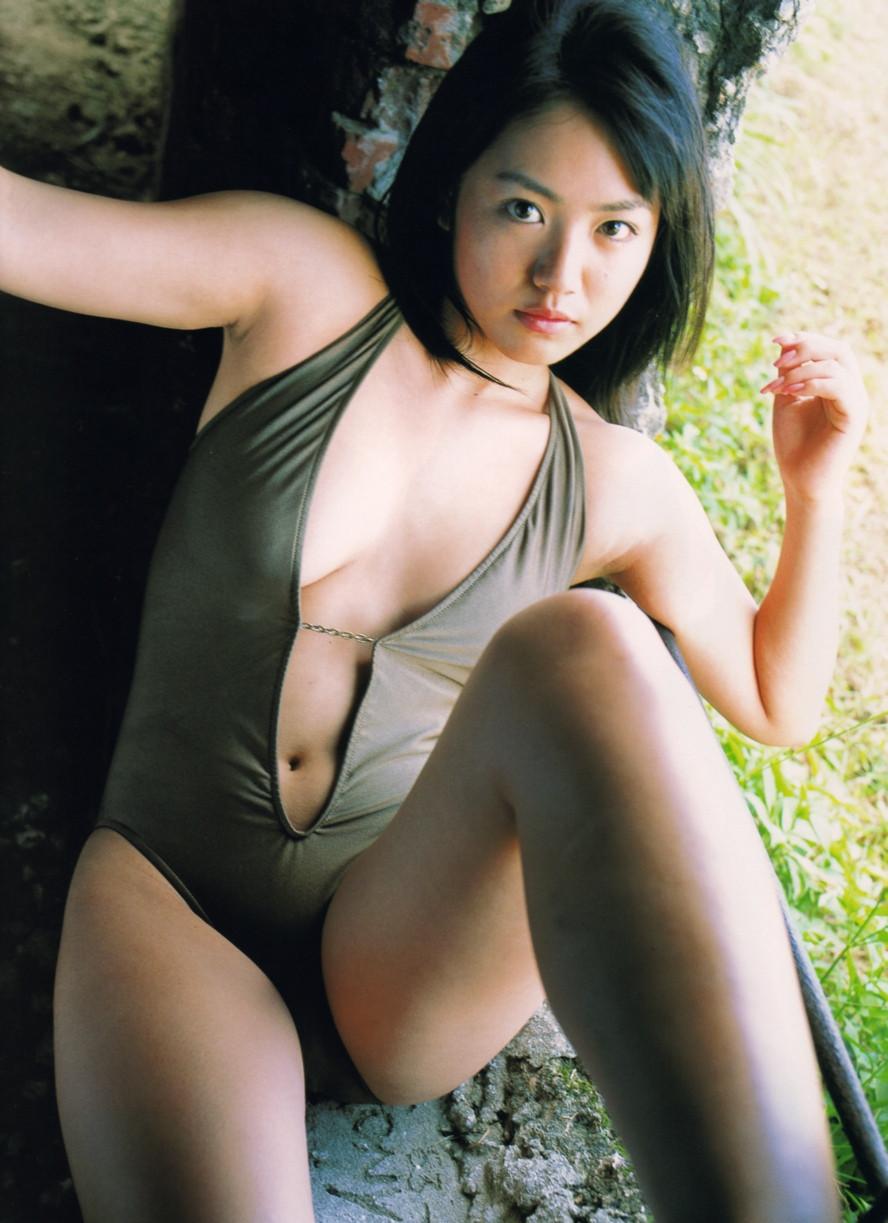 Isoyama-Sayaka-her-mavelous-youthful-days-017