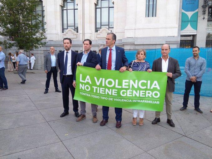 Discusión entre el Almeida y Ortega Smith por el menosprecio de Vox a una víctima de la violencia machista