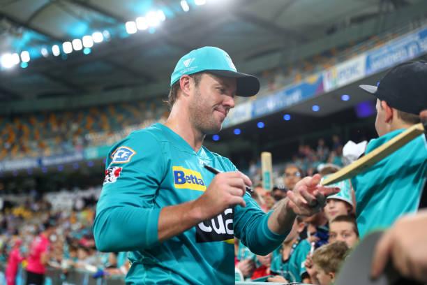 BRISBANE-AUSTRALIA-JANUARY-23-AB-de-Villiers-of-the-Heat-with-fans-during-the-Big-Bash-League-match-