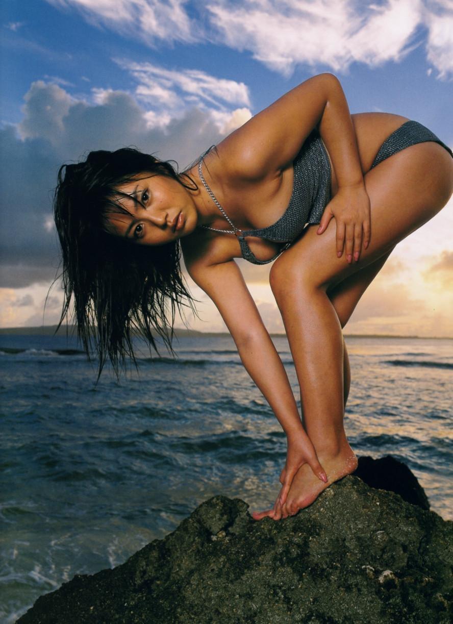 Isoyama-Sayaka-her-mavelous-youthful-days-037