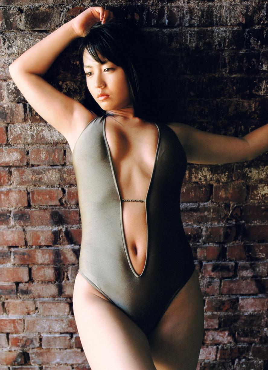 Isoyama-Sayaka-her-mavelous-youthful-days-068