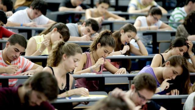 El 37% de los titulados universitarios españoles trabaja en puestos no cualificados