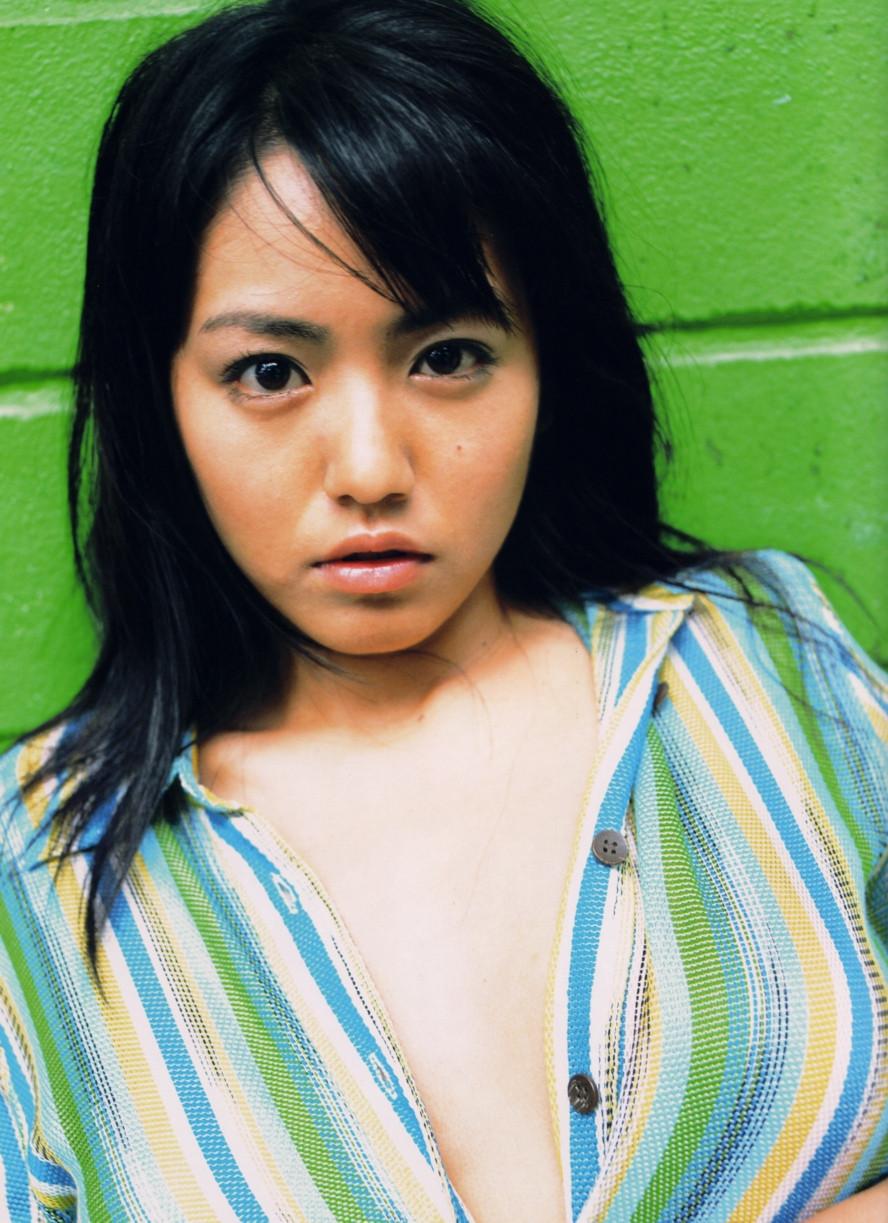 Isoyama-Sayaka-her-mavelous-youthful-days-032