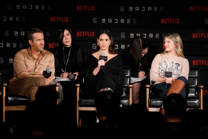 Ryan-and-casts-on-stage-netflix