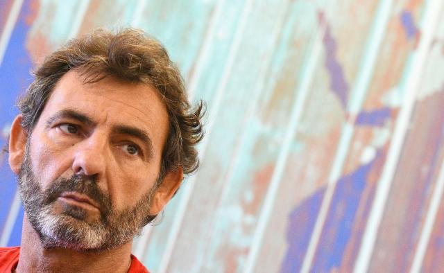 El hilo de Óscar Camps que desmonta las mentiras de Carmen Calvo
