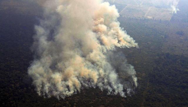Vídeo | El gigantesco incendio que devora la selva amazónica en Brasil avanza sin control