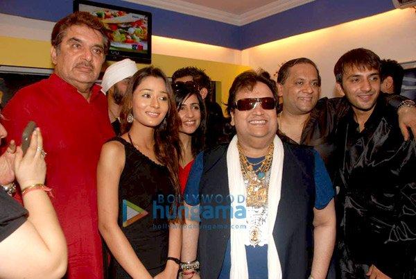 Raza Murad, Sara Khan, Shibani Kashyap, Bappi Lahiri, Ali Merchant