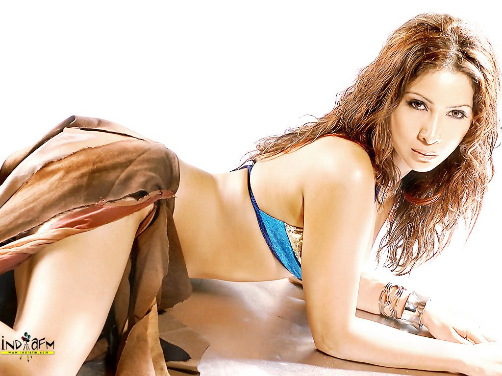 """//i.indiafm.com/posters/kimsharma/kim28.jpg"""" cannot be displayed, because it contains errors."""