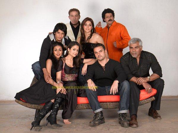 Hello, Salman Khan, Katrina Kaif, Sohail Khan, Sharman Joshi, Isha Koppikar, Gul Panag, Amrita Arora, Dilip Tahil, Suresh Menon, Sharat Saxena, Arbaaz Khan,