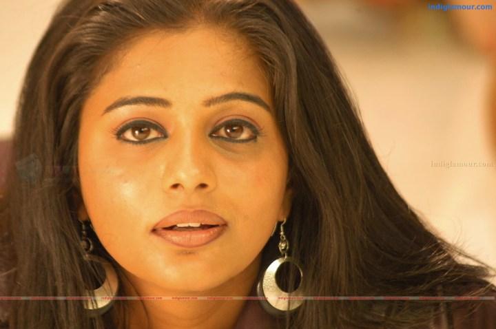 Priyamani Pundai