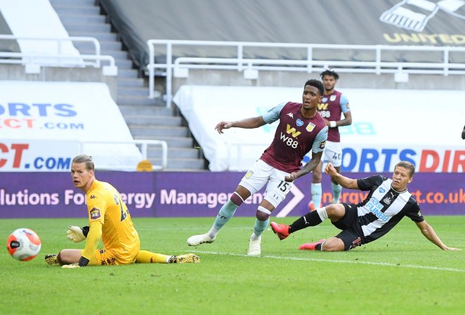 Newcastle's Dwight Gayle, right, scores his side's opening goal during during the English Premier League soccer match between Newcastle United and Aston Villa at St James' Park stadium in NewCastle, England, Wednesday, June 24, 2020. (Laurence Griffiths/Pool via AP)