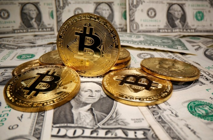 Some analysts have suggested Bitcoin could become a rival to gold one day (Photo: REUTERS/Dado Ruvic/Illustration/File Photo)