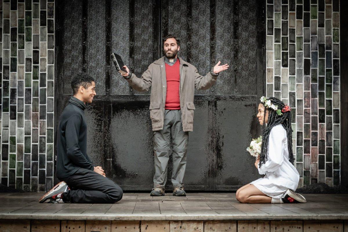 Romeo Juliet theatres production cast