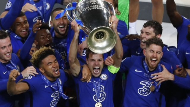 Soccer Football - Champions League Final - Manchester City v Chelsea - Estadio do Dragao, Porto, Portugal - May 29, 2021 Chelsea's Cesar Azpilicueta with teammates celebrate with the trophy after winning the Champions League Pool via REUTERS/Susana Vera
