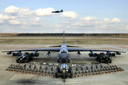 here are how many bombs a b 52 can haul business insider
