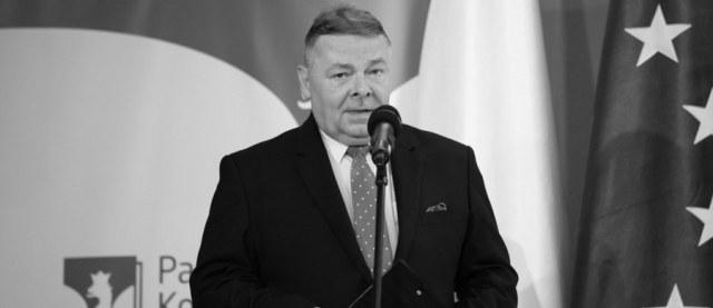 Nie żyje Tomasz Grzelewski - wieloletni dziennikarz, a ostatnio rzecznik Państwowej Komisji Wyborczej. Tę informację potwierdziła szefowa Krajowego Biura Wyborczego Magdalena Pietrzak.