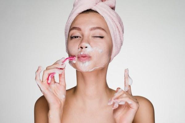 Безупречный вид лица: тенденция брить лицо набирает ...